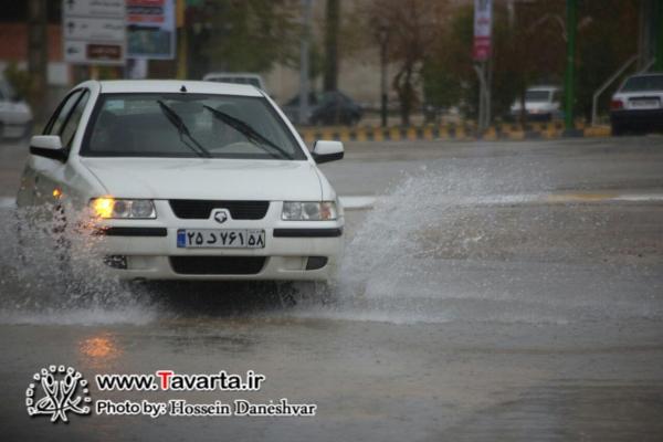 آبگرفتگی خیابان های شهر جم در روز بارانی