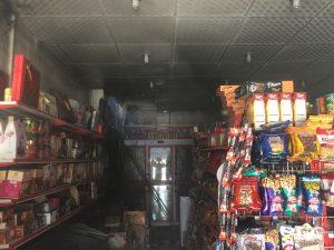 لحظاتی پیش یک واحد تجاری در مرکز شهر جم طعمه حریق شد+ تصویر