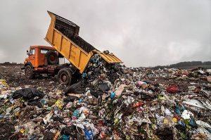 زباله های شهرستان همجوار در جم ریخته می شود/ چه کسی مسئول است؟