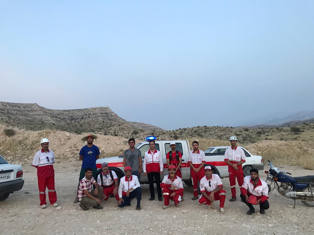 تلاش سه ساعته تیم امداد و نجات کوهستان جمعیت هلال جم برای نجات جان کوهنورد